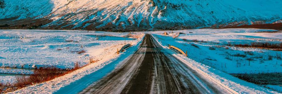 5 porad, które pomogą uniknąć niebezpiecznych sytuacji na ośnieżonych drogach