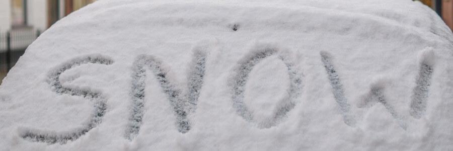 śnieg na aucie